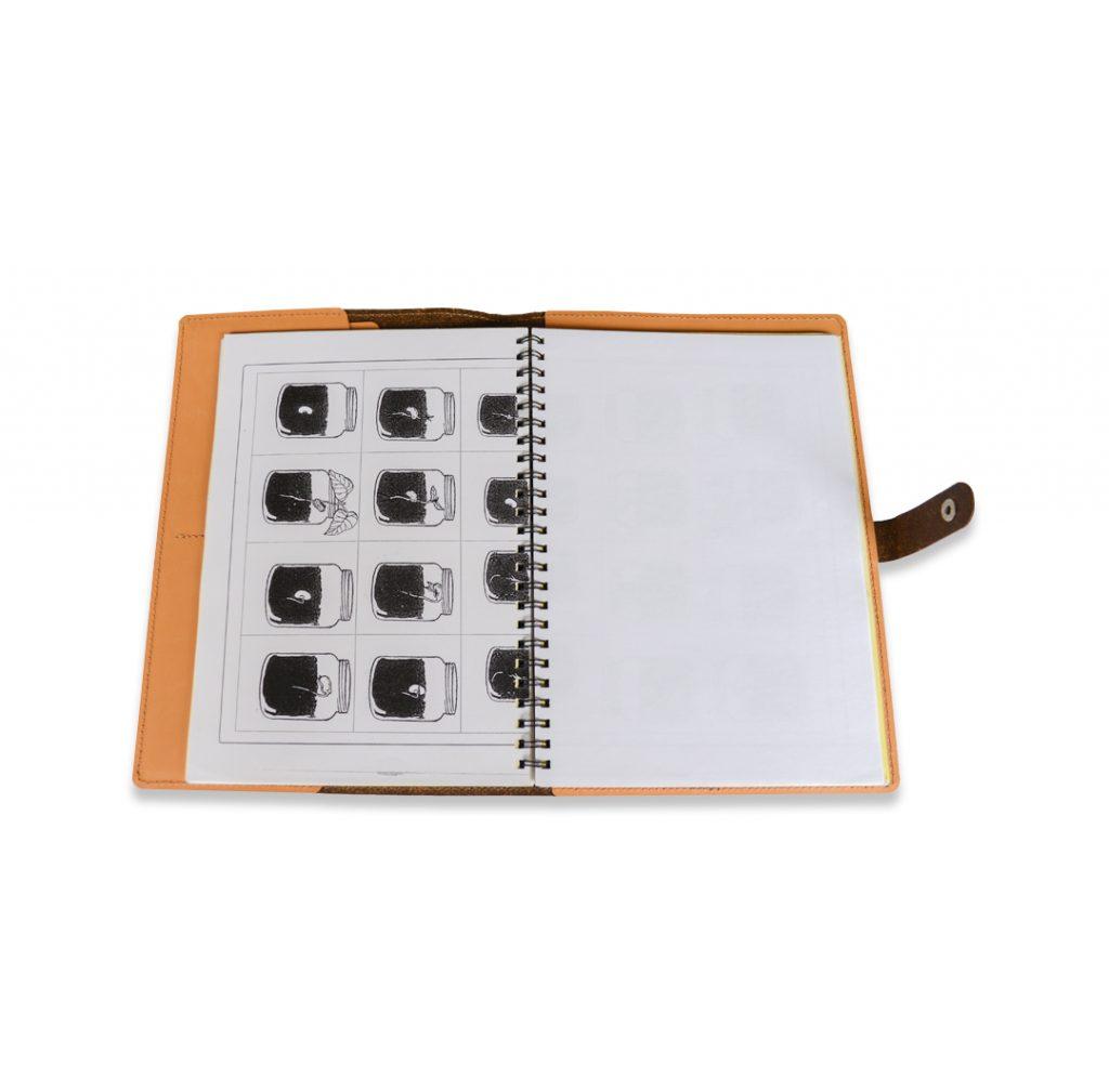 brown_notebook_helemaal_open_shade